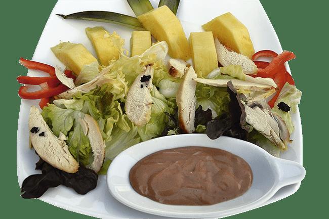 Ensalada de pollo y piña
